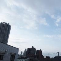 今朝(3月24日)の東京のお天気:晴れ?、(3月の作品:花を持つ少女)