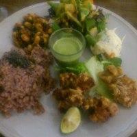 酵素玄米とサラダ!新橋・汐留の夕食