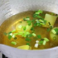 豚肉とこごみの御飯・さつま芋の清汁・・・おっと弁