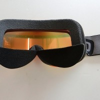 ゴーグルに貼るだけ・・・Put on goggles!