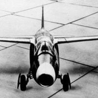 世界初のジェットのHe178が飛行に成功。