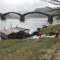 雨の中の錦帯橋