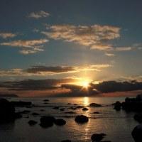 """""""日の出見物""""も水平線に横たわる雲に邪魔されて..."""