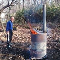 那須の三日目です。枯れ枝や落ち葉などをドラム缶焼却炉で燃やす。