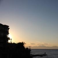 夕暮れの江の島と富士山