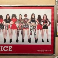 2月18日(土)のつぶやき:TWICE(JR原宿駅竹下口階段ポスター広告)