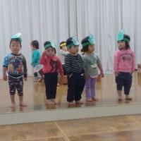 しろ・すみれ 1歳児・一時保育 体育館で楽しく踊ったよ☆