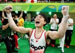 体操個人総合金メダル2連覇の内村航平選手は、最後の鉄棒の途中でぎっくり腰になっていたのに着地を決めた!
