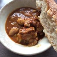 ロデブ風パンと豆カレー。