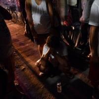 フィリピン麻薬戦争1年、死者数千人でも見えない勝利