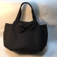 黒いチューリップバッグ