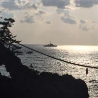 能登二見岩と巡視船