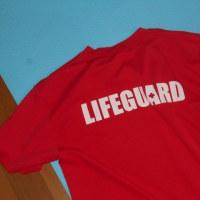 赤い「ライフガード」Tは、、、、、