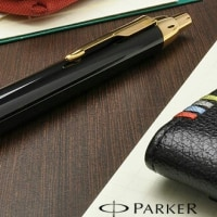 パーカーのボールペンを買いに行く。