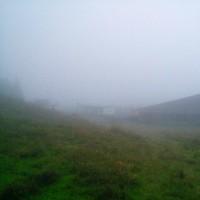 濃霧中のスキー場跡でもあります。