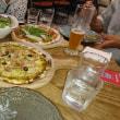 初めて食べるピザ 初めて食べる生野菜 やっぱりハードルが高かったみたいです。