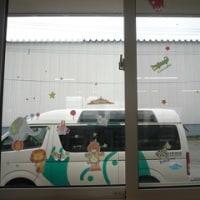 キラキラ★おおぞら事務所の窓をきれいに飾りました!