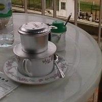 ハノイのカフェで朝食を