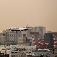 (2/3) 羽田空港で飛行機撮影・・・10月12日 いよいよ日没、夜のエアポートはいい雰囲気だけど・・・