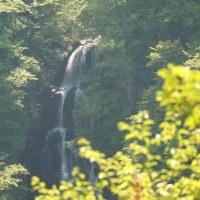 宮城県刈田郡蔵王町の蔵王連山がつくる深いV字渓谷にある三階滝などを眺めました