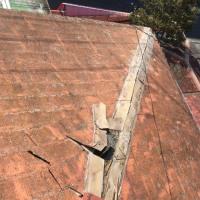 春の嵐で吹き飛んでしまった コロニアル屋根の棟板の行方 茨城 見積り