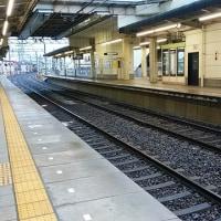 電動車椅子の女性がはねられた久居駅を調査