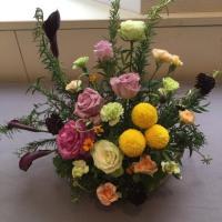 静岡講師会、色々な花を使ってハーブと、アレンジ。