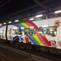 ••丸亀城とアンパンマン列車••