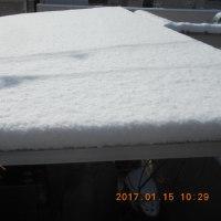 駐車場の屋根の雪かき