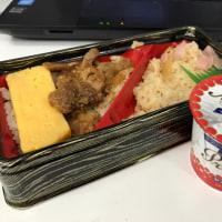 今日のお昼ご飯 二色ご飯の鶏弁当