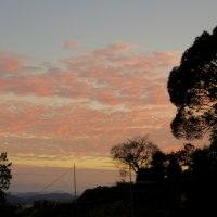 薄っすらと夕焼けなどと田舎の秋を感じた風景点描