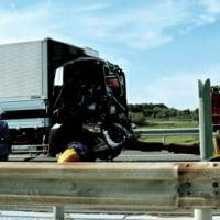 東北道で14台絡む事故 2人重傷