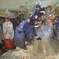 奇祭「雪中花水祝」