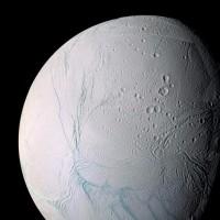 極が移動した土星の衛星「エンケラドス」