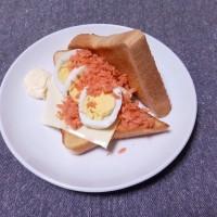 つまみ 鮭フレークとゆで卵のチーズサンド