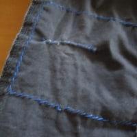 膝が破れた男児ズボンの繕い方。着古したTシャツを当てて、アメカジ風仕上げに。