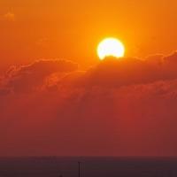 雲に乗った朝陽 (志摩横山)