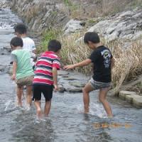 川遊びに出かけました。(1年生)