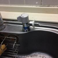 台所にもう一つの蛇口。給水コンセント