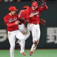 岡田5勝目! カープ、東京ドームで負けなしの4連勝!!
