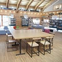 夜の図書館カフェ