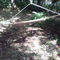 竹で、ヌンチャクハンガーを作りました。隊長