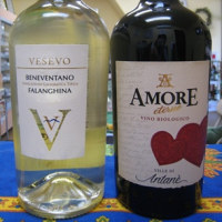 ずんぐりむっくりしたボトル入りのキュートなイタリアワインを試飲にお出かけください♪
