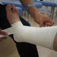 足首の捻挫、自分でできるテーピング方法公開!! 【香里園 かとう整骨院】