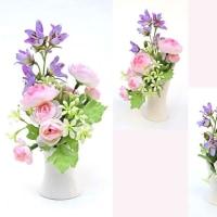 小さくて可愛らしい仏花向けのアレンジメントです。