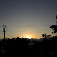 曇り空、かすかに暖かい感じ。1月18日の日の出。