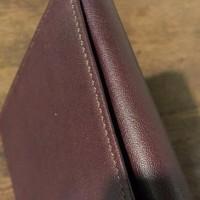 牛革製のカードケースです。
