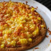 コーンマヨネーズのピザ