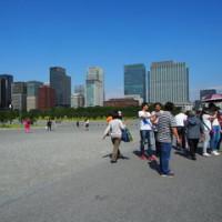 皇居前広場とアフガニスタン展