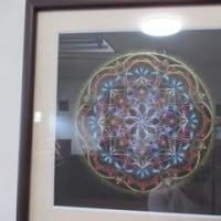 宙を奏でる点描曼荼羅画